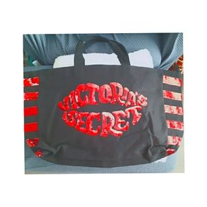 😍NWT VS Zippered Handbag